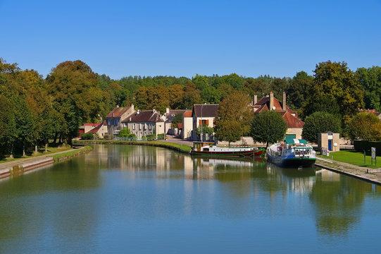 Tanlay Kanal de Bourgogne - Tanlay Canal de Bourgogne