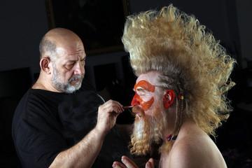 Master makes face-art