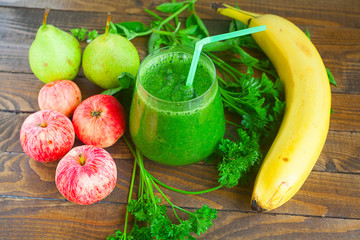 healthy green smoothies from parsley and fruit