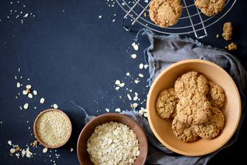 Fototapeta Dark baking oat cookies background obraz