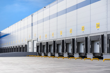 Poster Industrial geb. A large distribution warehouse with gates for loading goods