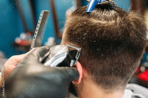 Мужская стрижка процесс