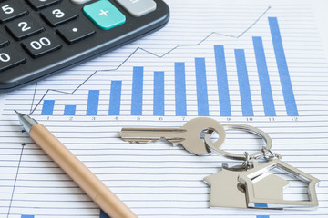 House shape keys and pens on the financial statements