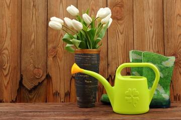Fototapeta Prosta kompozycja do ogrodu składająca się z narzędzi ogrodowych. obraz
