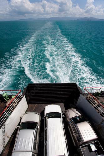 transport de voiture en mer sur un bateau immagini e fotografie royalty free su. Black Bedroom Furniture Sets. Home Design Ideas