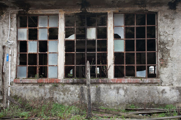 Printed roller blinds Old abandoned buildings vetrata rotta in una vecchia fabbrica