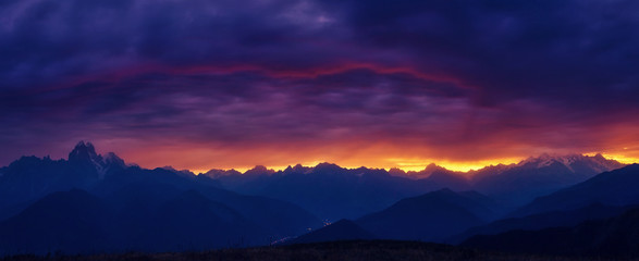 Wall Mural - sunset in the mountains