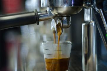 prepaire coffee,saiker coffee paper cup serving