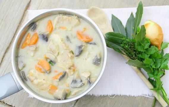 casserole de blanquette de veau,champignons et carottes,