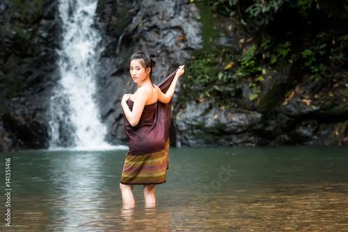 Women bathing foto 19