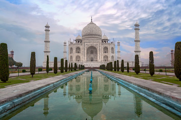 Fototapete - Taj Mahal - white marble mausoleum built on the banks of the Yamuna river by Mughal king Shahjahan bears the heritage of Indian Mughal architecture.