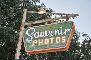 Souvenir photos signage