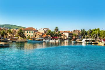 Chorwacja - wyspa Hvar. Port w miasteczku Sucuraj na wyspie Hvar.