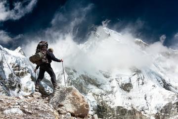 Cho Oyu with two trekkers - Khumbu valley - Nepal