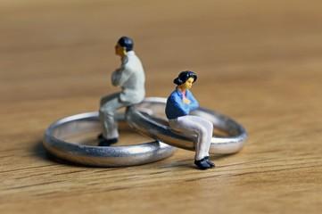 夫婦と外した指輪