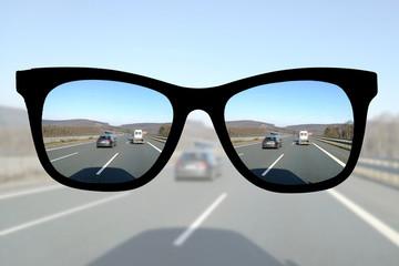 Auto fahren mit Brille