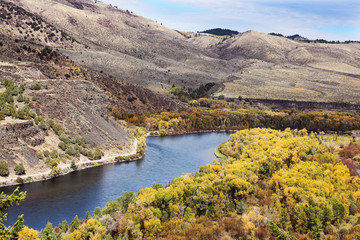 Fototapete - Mountain River with Fall Colors, Missouri River
