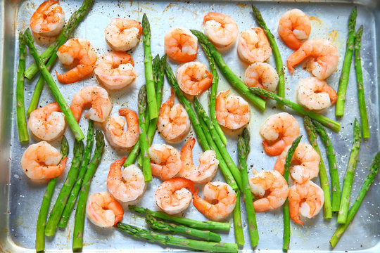Sheet pan dinner of shrimp with asparagus