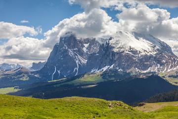 Bergpanorama mit Plattkofel auf der Seiser Alm