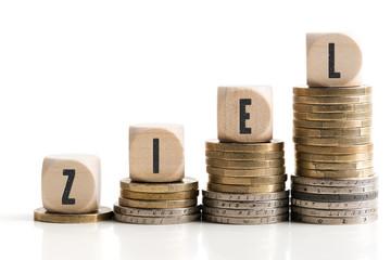 Eurostapel symbolisieren steigendes Vermögen durch sparen