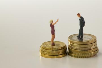 Mann und Frau, ungleiche Bezahlung, freigestellt
