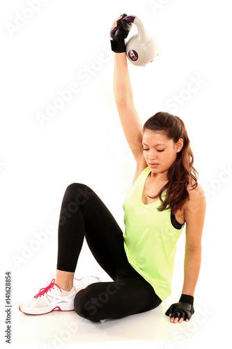 junge frau macht sport mit kettlebells stockfotos und lizenzfreie bilder auf. Black Bedroom Furniture Sets. Home Design Ideas