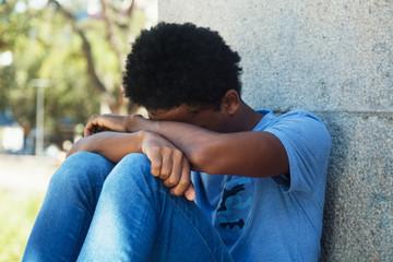 Trauriger junger Mann aus Afrika