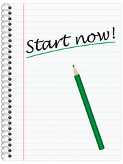 Start now, Ringblock mit grünem Stift Linierten Seiten
