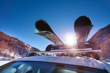 Car roof with two pairs of skis on the rack