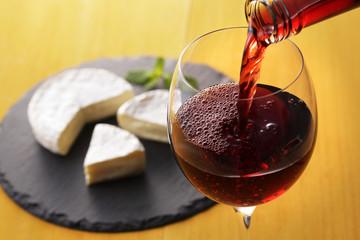 ワインとチーズ Wine and camembert cheese