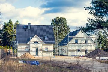 Eigenheime im Bau mit Garten