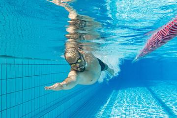 Crawl swimming man under water