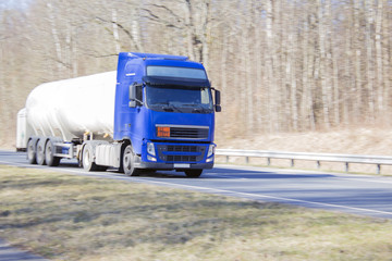 Truck at high speed carries a container with gas