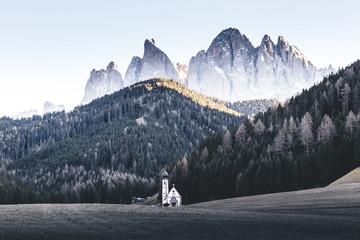la petite église dans la prairie