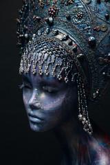Mannequin in silver head wear