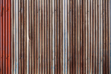 錆びたトタンの壁
