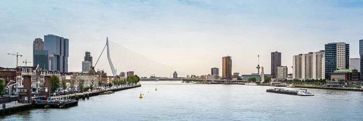 Deurstickers Rotterdam Erasmusbrücke und Skyline von Rotterdam, Niederlande