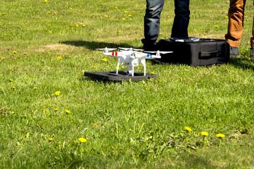 подготовка дрона оператором к полёту