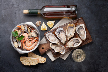 Poster Coquillage Fresh seafood and white wine