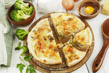Quiche with chicken and broccoli