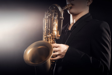 Photo sur Aluminium Musique Saxophone player Saxophonist playing jazz music instrument