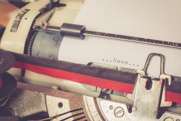 """Retro Schreibmaschine Text """"News"""""""