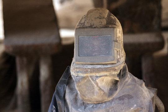 ouvrier de maintenance bassin de carénage