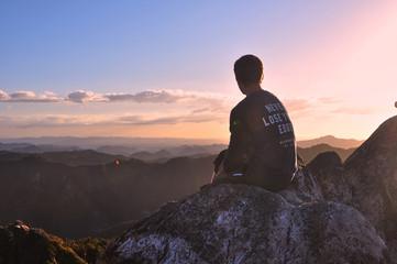 Sonnenuntergang im Coromandel Gebirge in Neuseeland