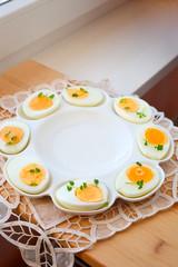 Gekochte Eier für Oster- Frühstück
