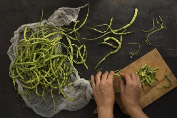 Preparing green beans