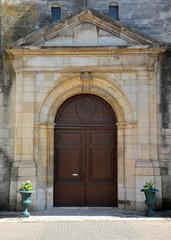Portes de l'église à Brienne le château