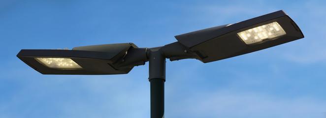 Energiesparende LED-Doppelleuchte für den öffentlichen Raum