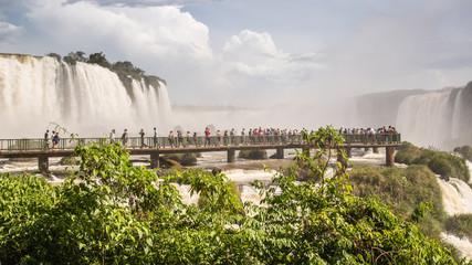 """Besucherströme bei den Wasserfällen """"Cataratas do Iguaçu"""" (port.)"""