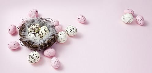 Obraz wielkanocna dekoracja na pastelowym, różowym tle, happy easter - fototapety do salonu